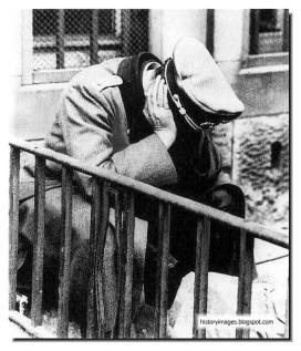 german-officer-after-surrender-berlin-1945