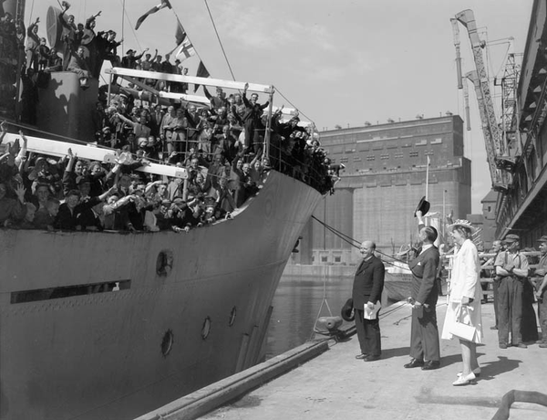 Netherlands Ambassador Dr. J.H. van Roijin and Mrs. van Roijin greeting Dutch immigrants arriving by ship in Montreal, June 1947