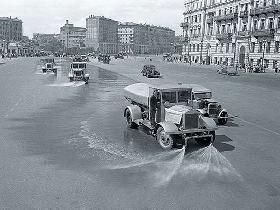 Watering machines wash the streets of Moscow with soap, symbolically washing off the asphalt dirt after the passage of 57000 German prisoners in Moscow